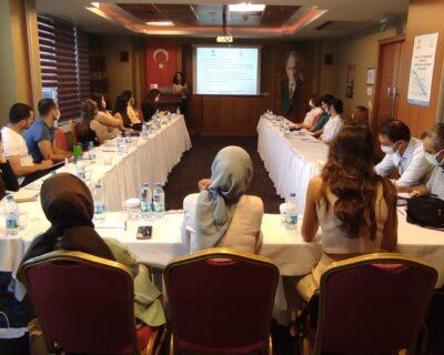 """T.C İçişleri Bakanlığı Sivil Toplumla İlişkiler Genel Müdürlüğü tarafından desteklenen Avrupa Birliği Çalışmaları Merkezi Derneği'nin yürütücülüğünü üstlendiği """"Kamu – STK İş Birliğinde Türkiye'de Gönüllülük Bilincinin Arttırılması"""" Projemizin ilk etkinliğini Ankara'da gerçekleştirdik. Katılımcılarımıza bu etkinlikte bize destek oldukları için çok teşekkür ederiz."""